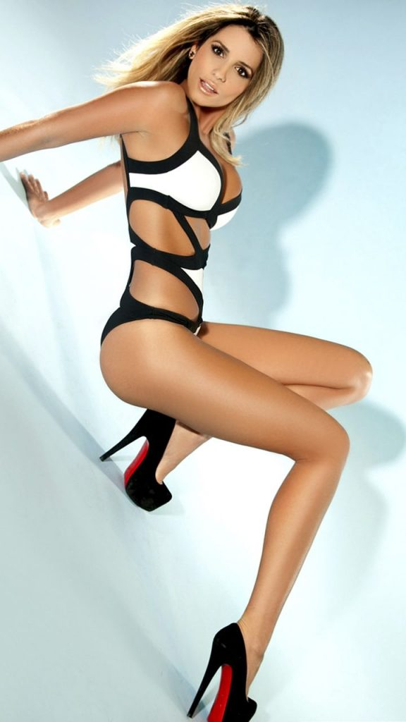 Croydon escorts - leggy woman